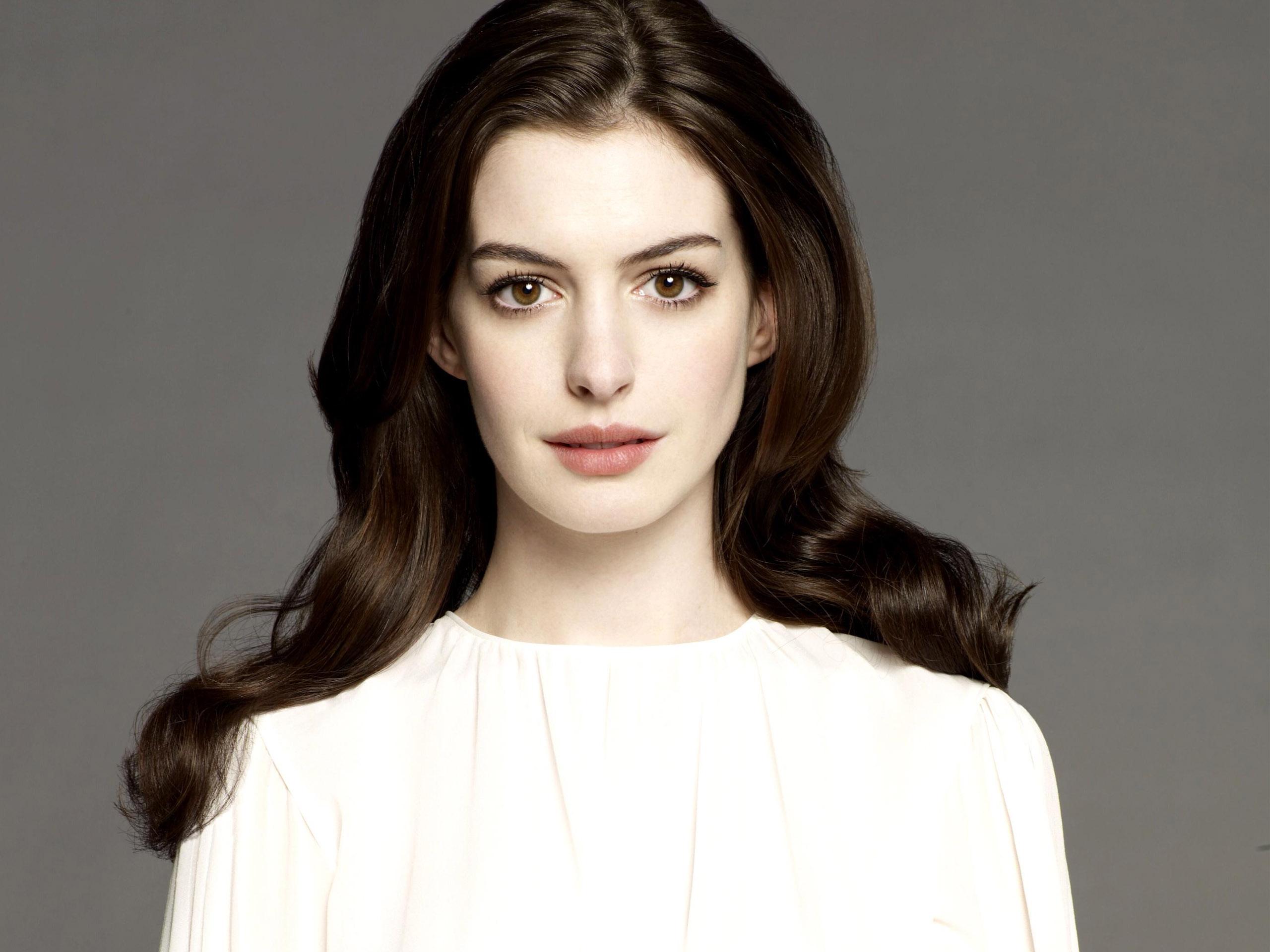 Anne-Hathaway-Pale-Skin