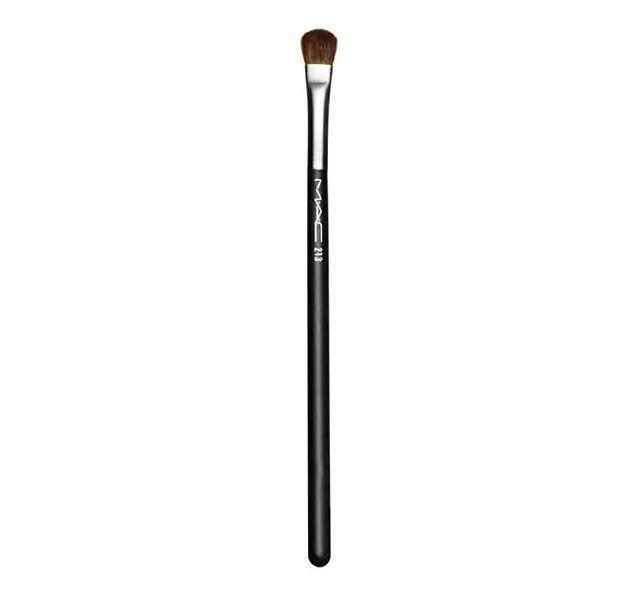 MAC 213 Fluff Brush